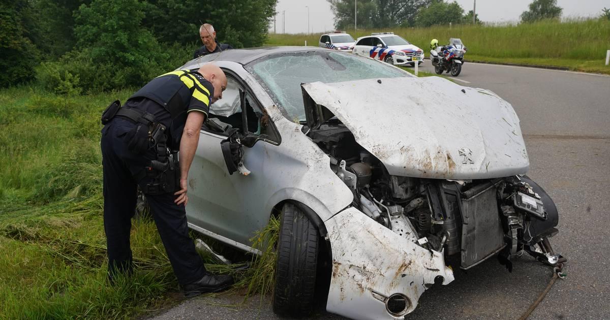 Automobilist vliegt bij ongeluk op N348 bij Zutphen meerdere keren over de kop.