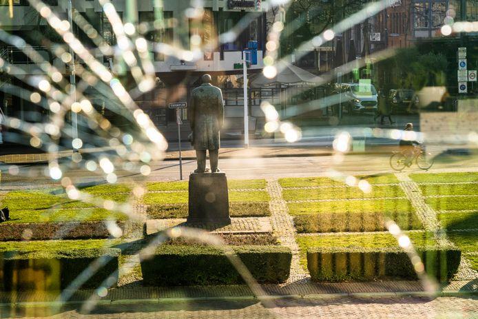 Ruiten van het station in Eindhoven werden ingegooid.