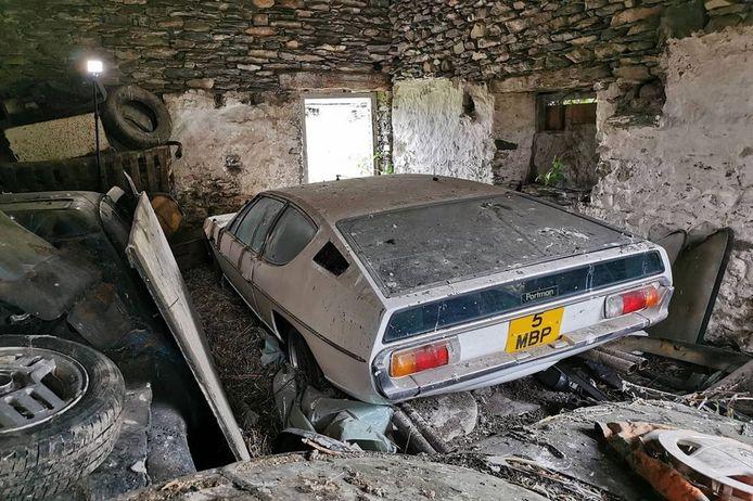 Cette Lamborghini est restée dans une grange pendant 30 ans.