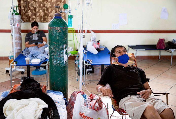 Au Pérou, le manque d'oxygène pour sauver les patients manque cruellement