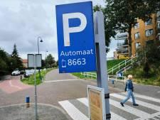 Verdeelde VOP-wijk houdt betaald parkeren nét buiten de deur: 'Einde van de middag is er al nauwelijks plek'