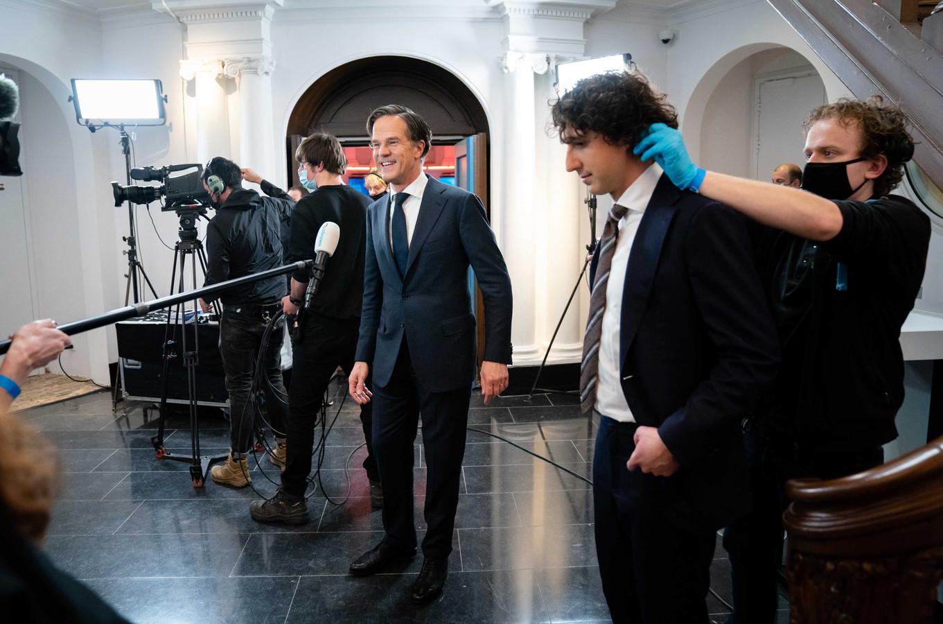 Mark Rutte (VVD) en Jesse Klaver (Groenlinks) na afloop van het RTL Verkiezingsdebat.