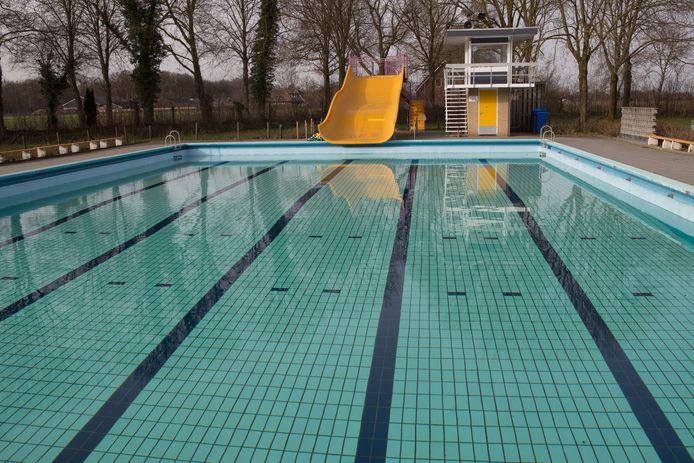 De Bossche rechtbank verbiedt een man twee jaar lang naar zwembaden te gaan. Ze vreest dat hij dan opnieuw zijn handen niet thuis zou kunnen houden.