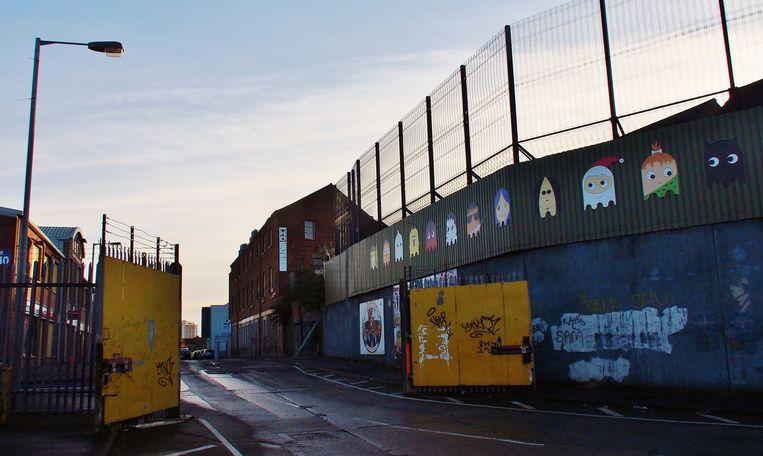 Een van de poorten in de muur van Belfast. Beeld Imco Lanting