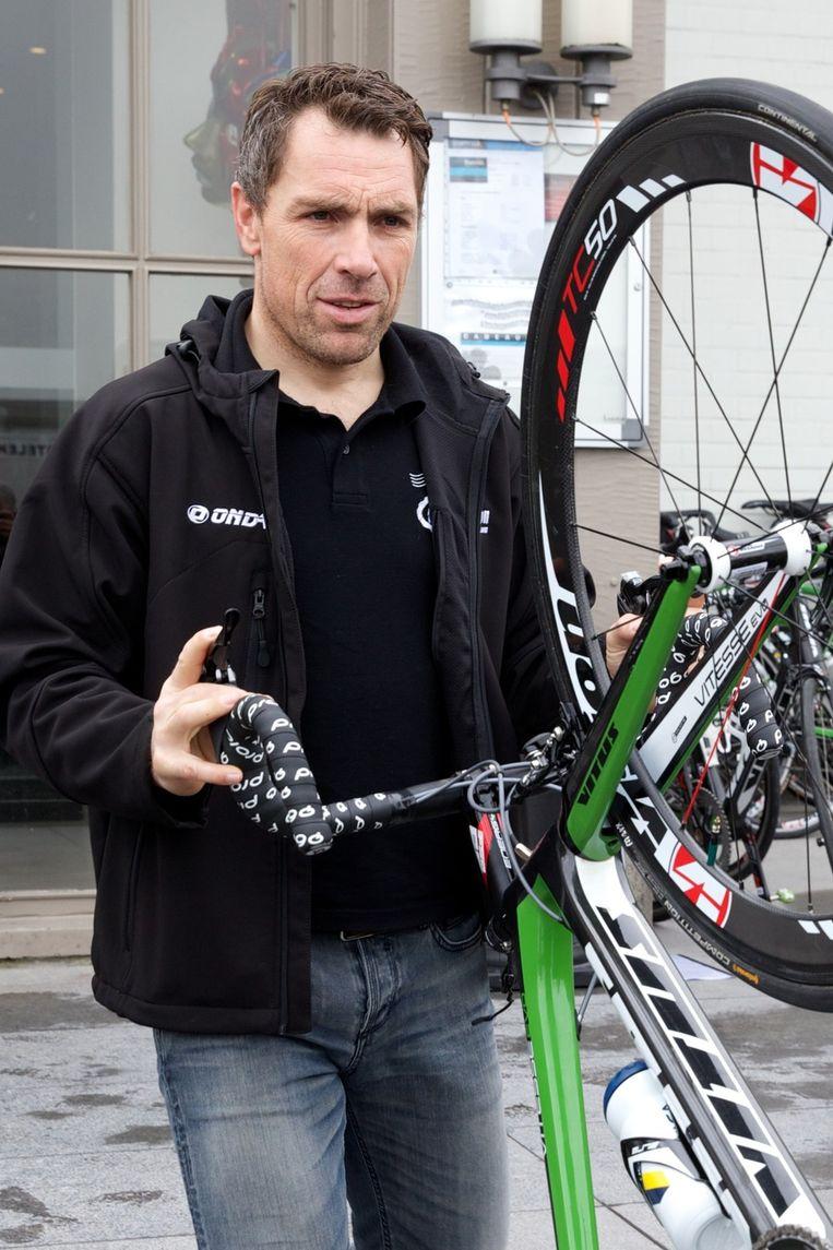 Niko Eeckhout (43) is geen renner meer, maar maakte de overstap naar de volgwagen. Beeld BELGA