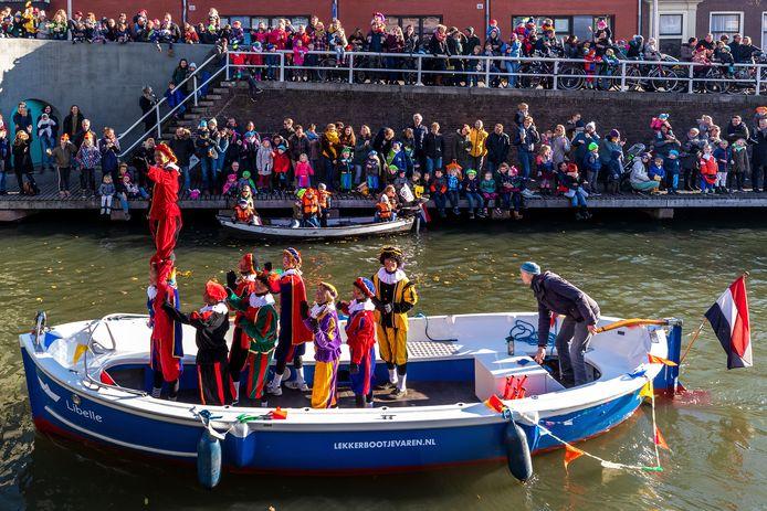 Bij de grote intocht in het centrum is Zwarte Piet al een aantal jaren afwezig