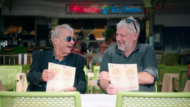Jan Van Eyken (l) en Pascal Braeckman testen alle opties om het zwarte gat na hun pensionering te vermijden. Beeld VRT