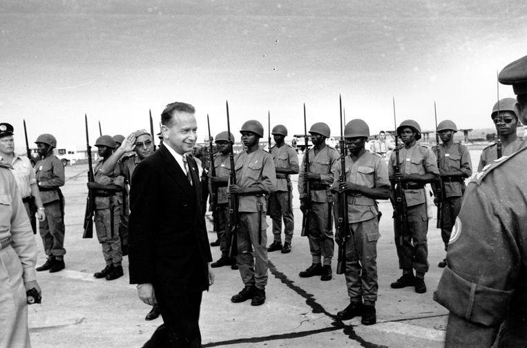 VN-secretaris-generaal Dag Hammarskjold in Leopoldville, het huidige Kinshasa in Congo op 5 januari 1961. Beeld ASSOCIATED PRESS