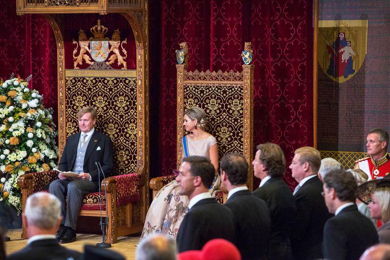 Koning Willem-Alexander en koningin Máxima bij het voorlezen van de Troonrede op Prinsjesdag 2015. Beeld Werry Crone