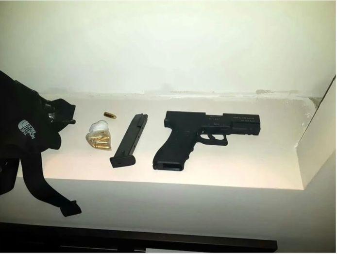 Vuurwapen aangetroffen in woning aan Zwartsluishof in de Reeshof Tilburg.