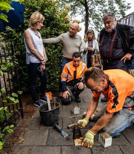 Zestien nieuwe struikelstenen in Arnhem, leed van de Holocaust wordt tastbaar op straat: 'Het heeft ons aangegrepen'