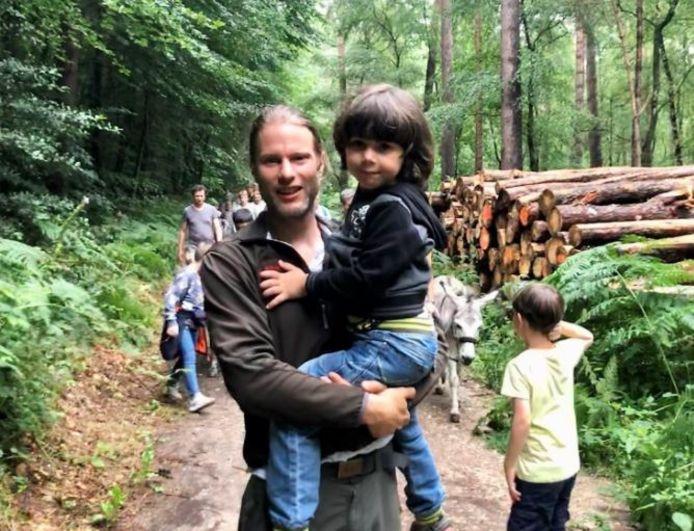 Steven de Groot met zijn zoon Theim.