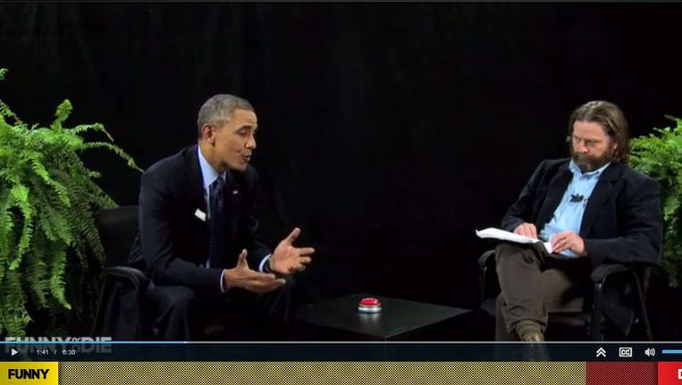 President Obama laat zich tussen twee varen interviewen door Zach Galifianakis. Beeld screenshot