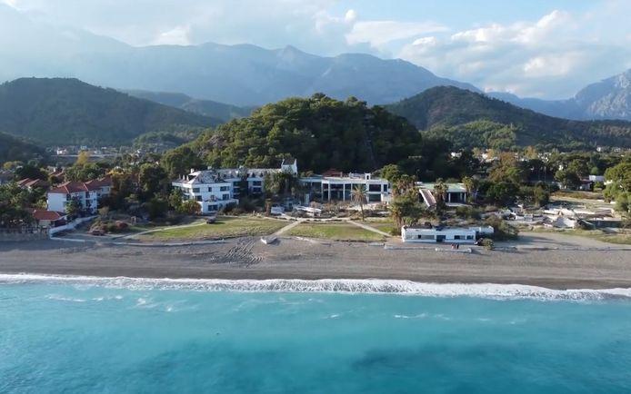 Dit luxueuze resort is zeven jaar na de sluiting een echte ruïne geworden.