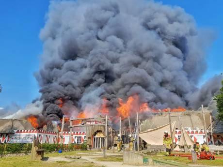 Zeer grote brand op vakantiepark Beekse Bergen verwoest hoofdgebouw, sloopwerkzaamheden begonnen