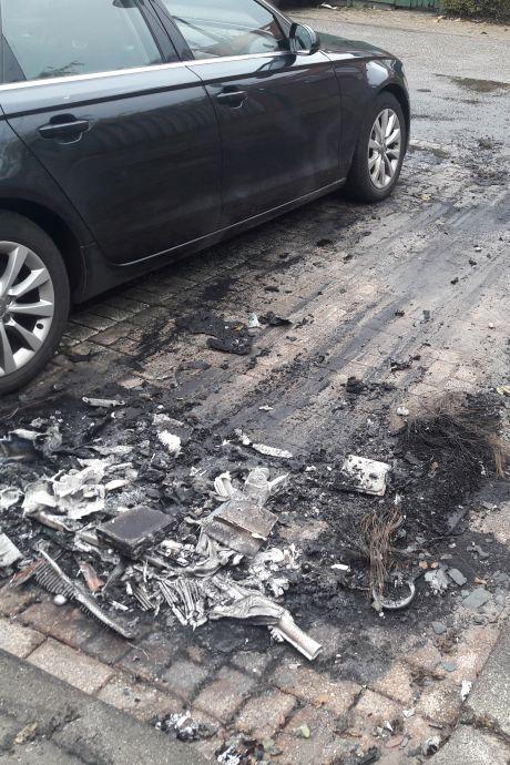 Bewoners angstig na tweede autobrand in Woerden: 'Volgende keer gaat mijn auto in de fik'