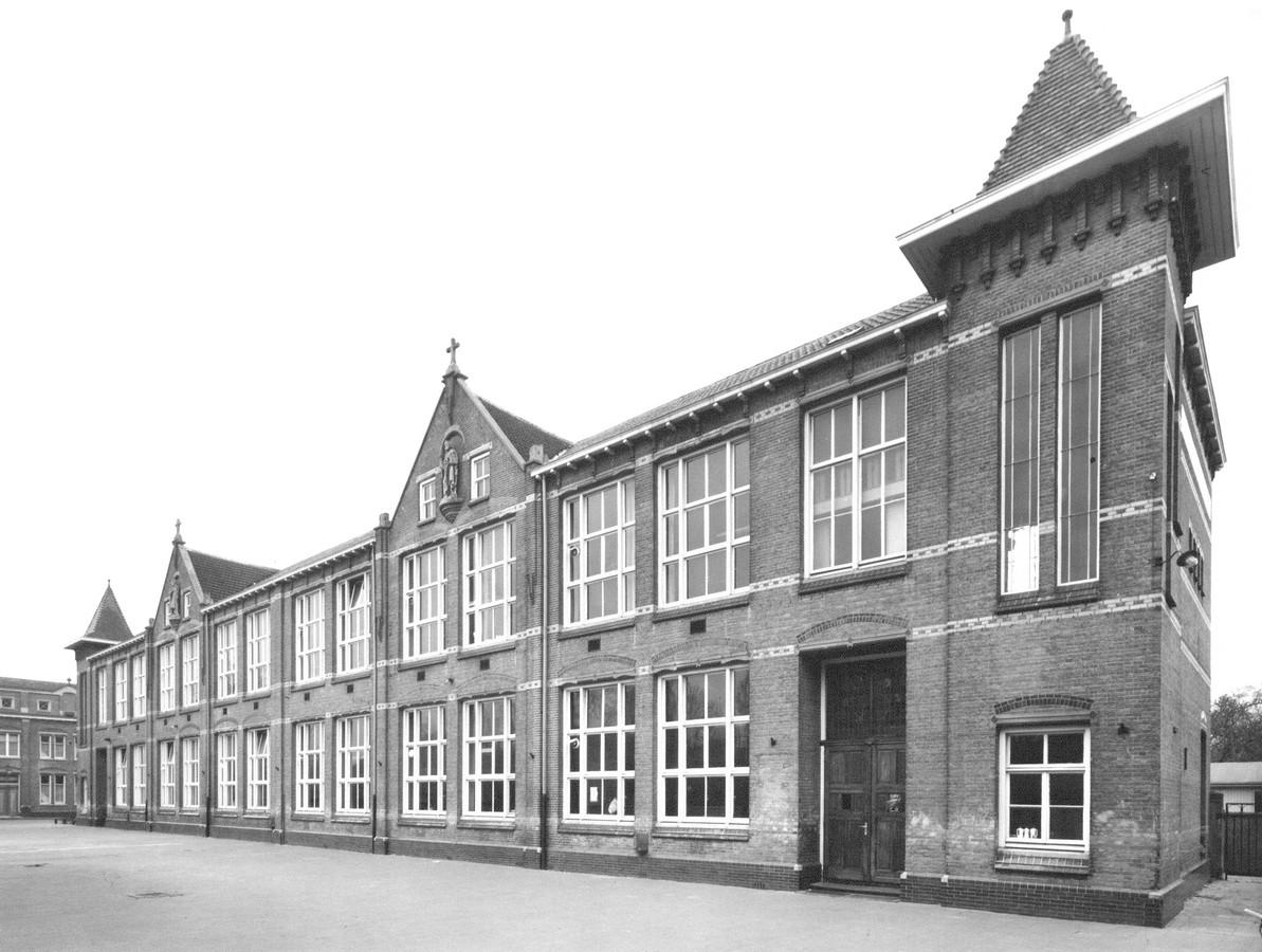 De oude Sint Petrusschool in Waalwijk.