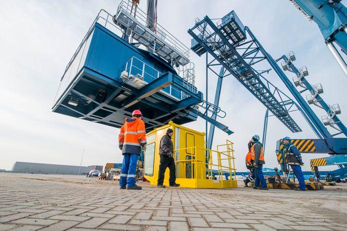 De Container Terminal in Alblasserdam is een van de vele bedrijven die in de (maritieme) industrie actief is.