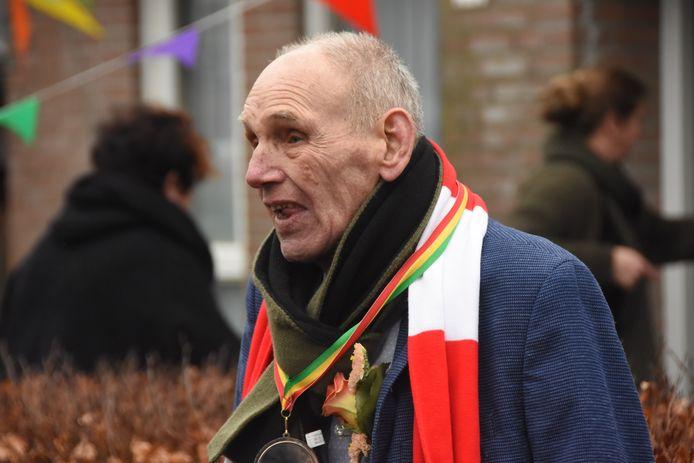 Jan van den Tillaar uit Sint-Oedenrode. beter bekend als Jan Til, werd enkele jaren geleden toegezongen vanwege zijn tachtigste verjaardag. Hij overleed maandagochtend.