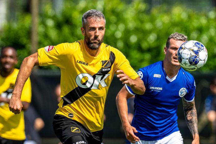 Nieuwkomer Ralf Seuntjens in het NAC-shirt van vorig seizoen.
