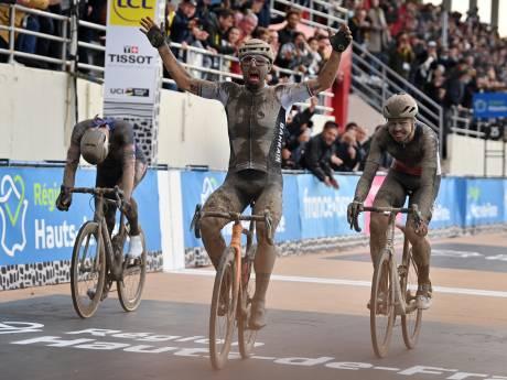Van der Poel legt het in sprint epische editie Parijs-Roubaix af tegen dolgelukkige Colbrelli
