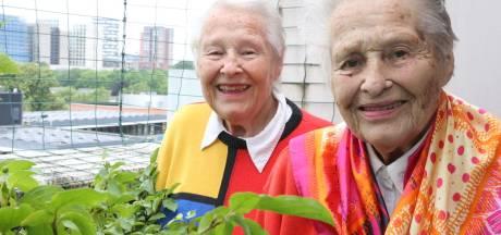 Eindhovense tweeling An en Adrie (90) kan zelfs 'een lantaarnpaal aan het praten krijgen'
