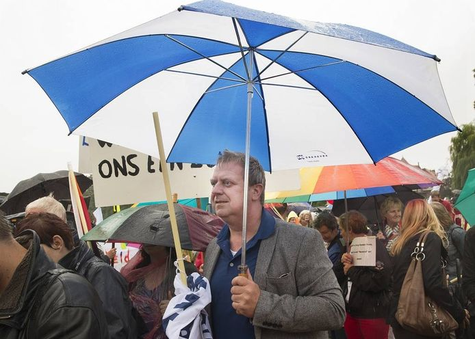 Ruud Kuin, bestuurssecretaris van Abvakabo FNV, tijdens de demonstratie in Borculo. Foto Theo Kock