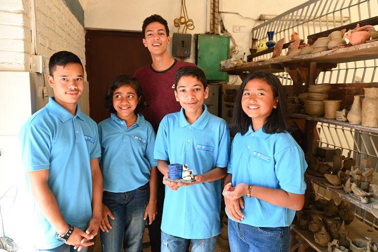 Jonathan Sacoor ging graag op de foto met enkele kinderen.