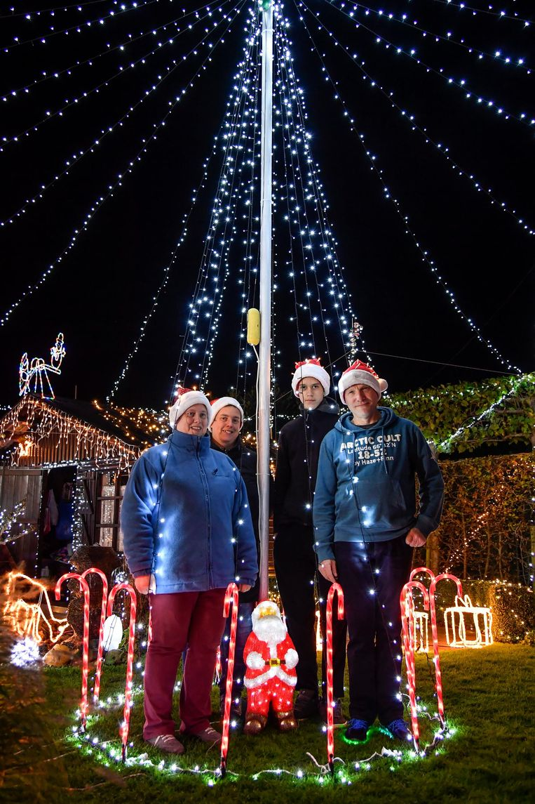 Het gezin Garré is al maanden bezig met kerstlichtjes op te hangen.