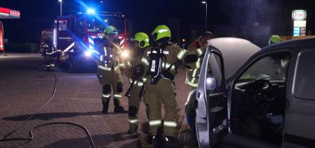 Auto vliegt in brand in Lunteren