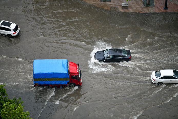 Veel straten in Zhengzhou stonden onder water.
