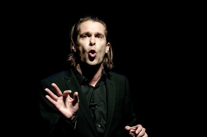 Cabaretier Hans Teeuwen in de Heineken Music Hall in Amsterdam met zijn cabaretvoorstelling 'Spiksplinter'.