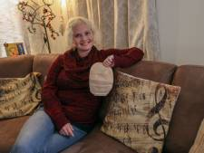 Veronique Meeuwsen uit Oerle, gogo-girl met stoma