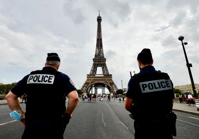 De politie houdt een oogje in het zeil in Parijs