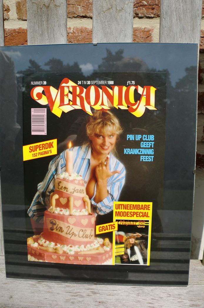 De cover van de Veronicagids eind jaren 80 met een Pin Up-girl.