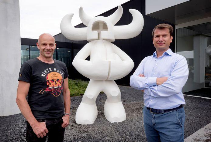 Sander Buijk en Jeroen van Glabbeek bij Noordman, het nieuwe beeld bij het kantoor van CM.com.