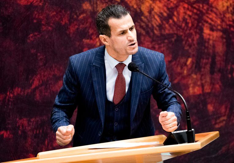 Farid Azarkan (DENK) tijdens het debat over de moord op Samuel Paty. Beeld
