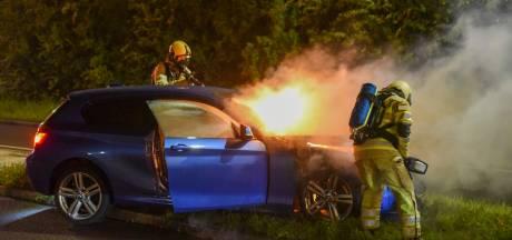 Automobilist raakt twee keer macht over stuur kwijt en ziet vervolgens BMW in brand vliegen