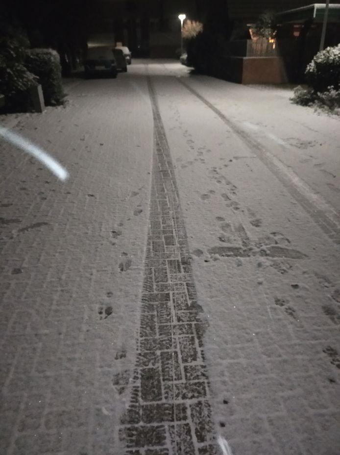 In Doetinchem ligt nu een sneeuwlaagje van ongeveer 2 centimeter!