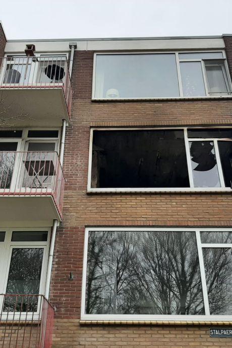 Buren bekijken schade na verwoestende brand in Deventer: 'Wij hebben mazzel gehad'