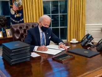 Waarom Joe Biden zoveel pennen gebruikt om besluiten te ondertekenen