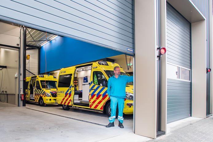 Sinds aflopen dinsdag vertrekken ambulances uit de nieuwe post in Elst, pal langs de A325. Toch slagen ze er ook daar vandaan niet om binnen een kwartier in Doornenburg te zijn.