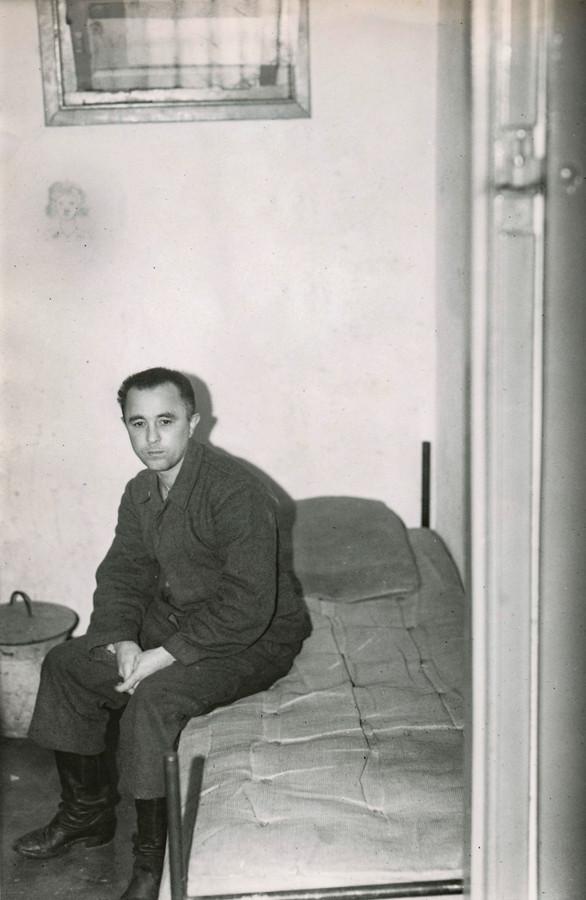 1945 Oorlogmisdadiger Josef Kotalla bewaker van Kamp Amersfoort in de tweede wereldoorlog in bunkercel na de oorlog.