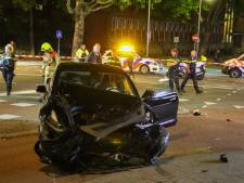 Twee gewonden bij autocrash in Rotterdam-Noord, flinke schade aan Tesla