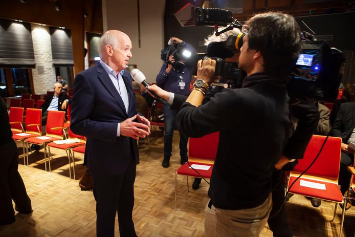 50Plus-voorzitter Geert Dales heeft zijn zin gekregen: leden Henk Jan Verboom, Marc van Rooij en Helena Bosch zijn tijdens de buitengewone ledenvergadering te Driebergen opgestapt uit het hoofdbestuur