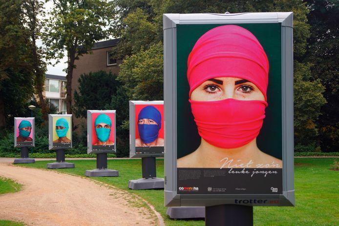 De rondreizende expositie 'Open je ogen voor mensenhandel' is tot woensdag 6 oktober te zien in Baarn.
