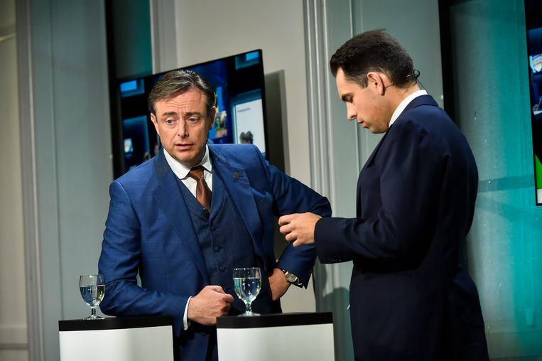 Bart De Wever en Tom Van Grieken in het Vlaamse Parlement tijdens de verkiezingsavond. Beeld Florian Van Eenoo photonews