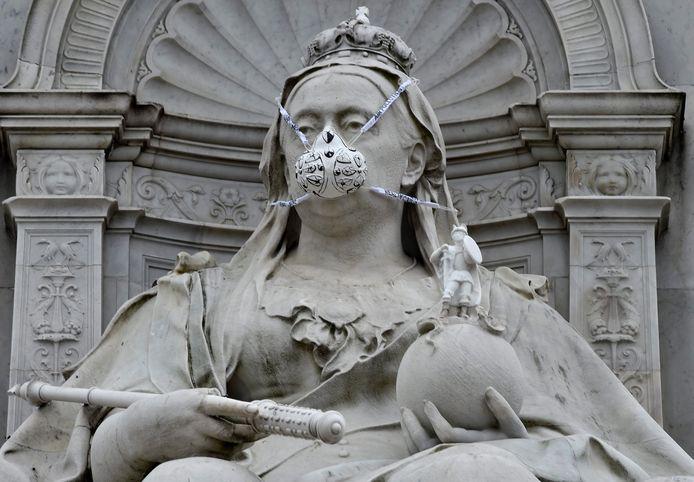 Beeld van koningin Victoria in Londen.