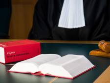 OM in beroep tegen vrijspraak Osse vrouw die wapens en politiebroek in huis had