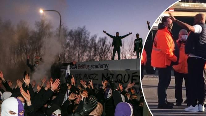 Hommeles op Sclessin: fans beletten spelers stadion te verlaten, ook bus Anderlecht geblokkeerd maar bij thuiskomst feestelijke ontvangst